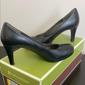 Naturalizer black leather Lennox heels